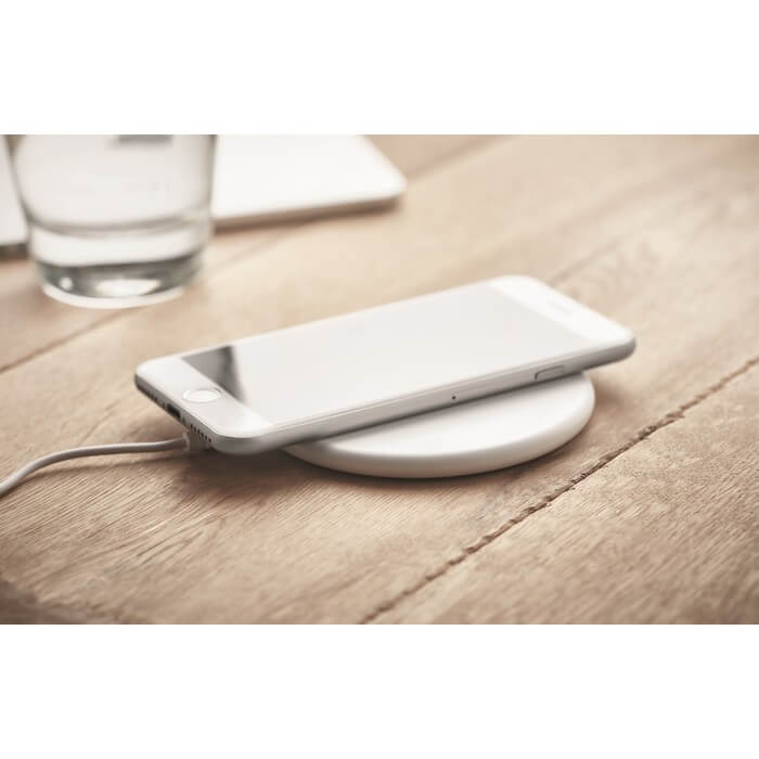 round-wireless-charger-recycled-plastic-6250-1